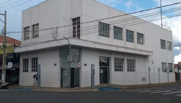 Rua 09 esquina com a Av. Navarro de Andrade